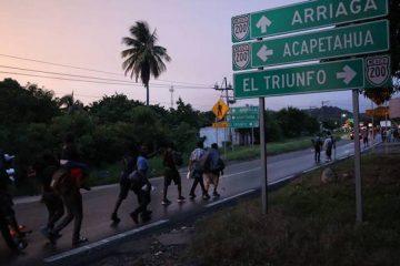 Anuncia AMLO contención de migrantes… con programas